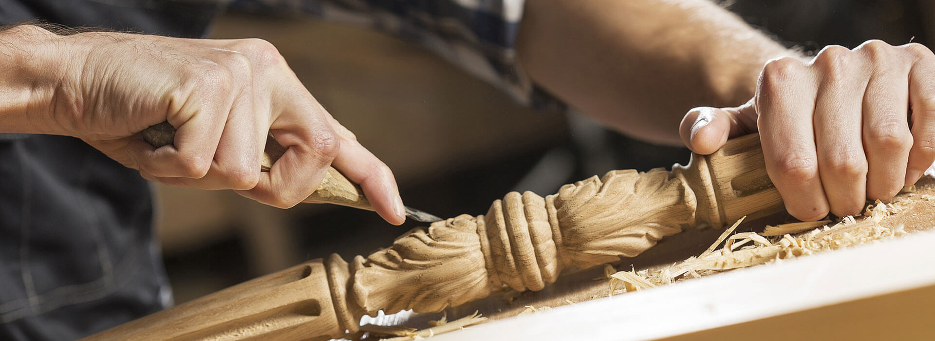 ItalyByWeb-slider-hand-carving